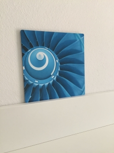 Engine Blue - Druck auf Aluminium